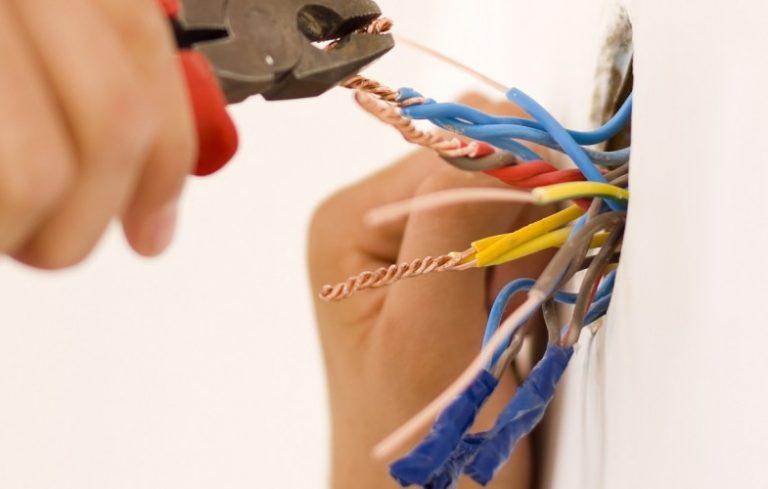 Elektroinstalace revize zásuvky