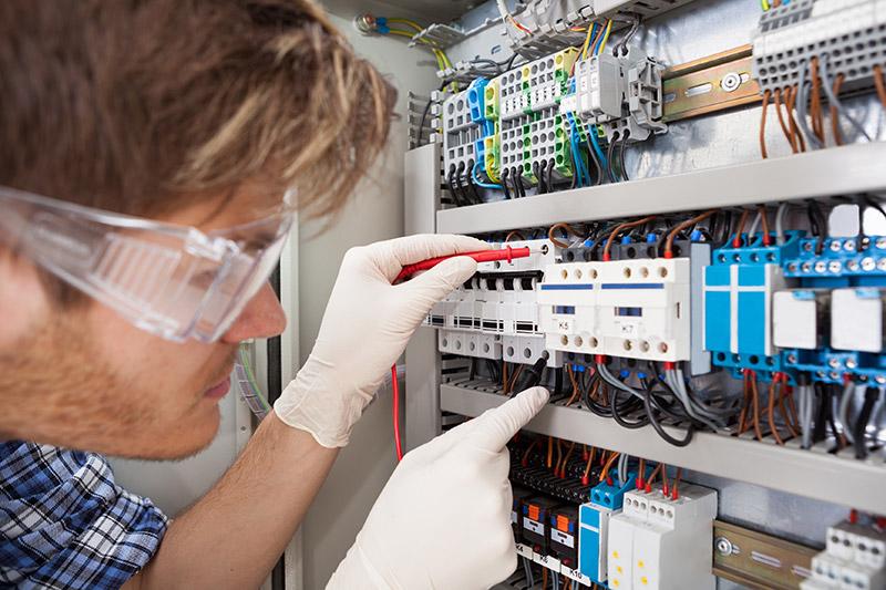 Revizní technik elektrických zařízení